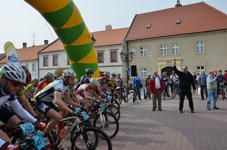 46b16588d164a Kaktus bike Bratislavskom MTB maratón si milovníci cyklistiky vyskúšajú  tento rok po prvý raz. Na prvom ročníku vytrvalostných pretekov horských  bicyklov po ...